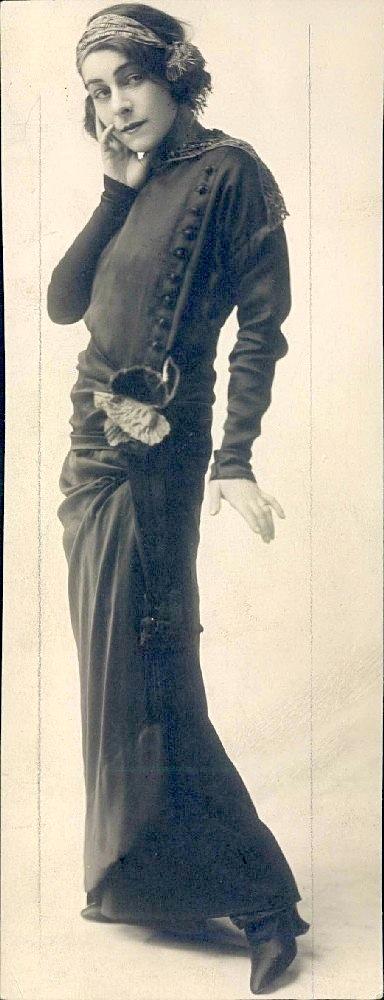 Alla Nazimova standing