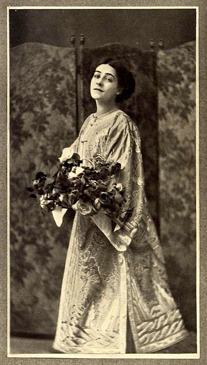 Alla Nazimova portrait by Sarony, 1907