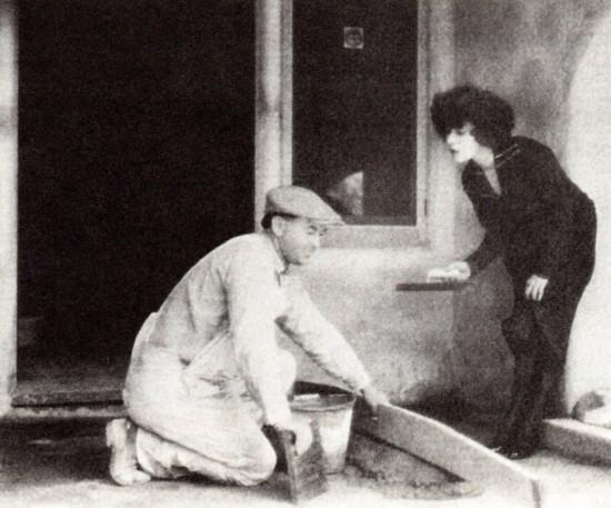 "Alla Nazimova ""helping"" a workman at the Garden of Alla"