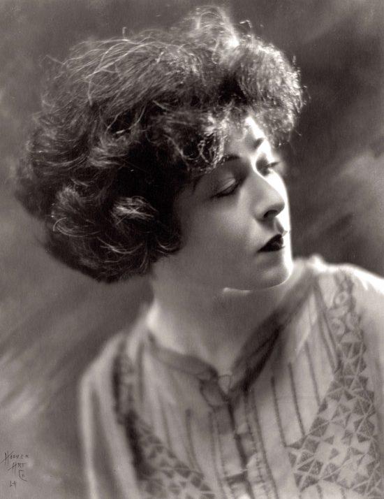 Photographic portrait of Alla Nazimova