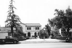 Early shot of the Garden of Allah hotel as seen from Sunset Boulevard, circa late 1920s