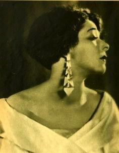 Alla Nazimova with geometric earrings (undated)