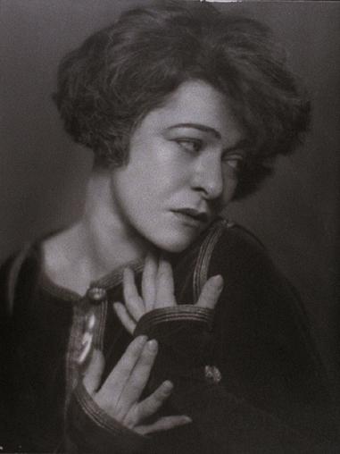 1910 publicity shot, 5 of 6